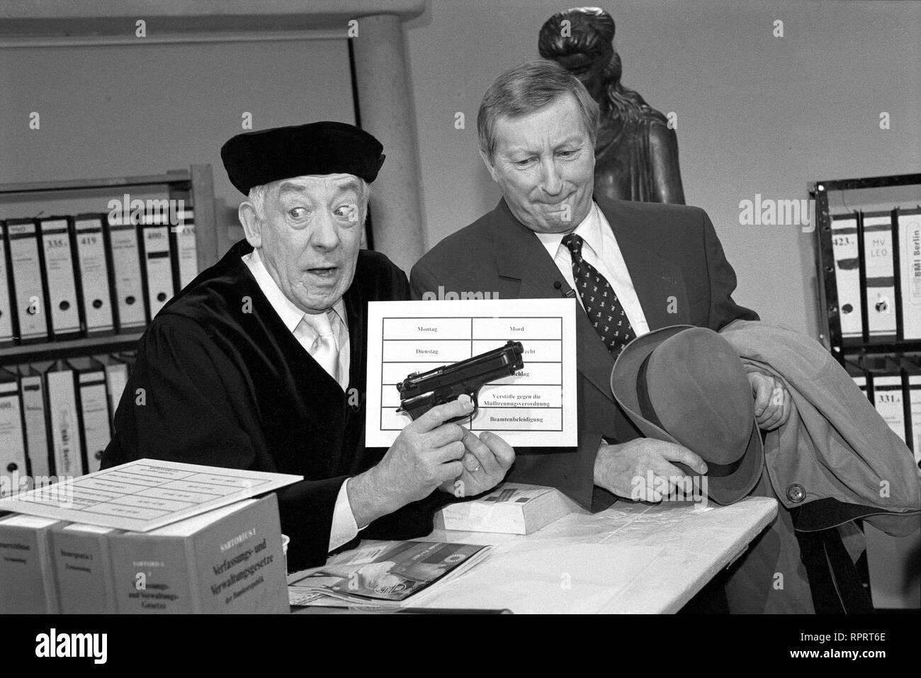 HALLERVORDENS SPOTT-LIGHT / 'Schlanke Justiz' - DIETER HALLERVORDEN, WILFRIED HERBST / Überschrift: HALLERVORDENS SPOTT-LIGHT Stock Photo