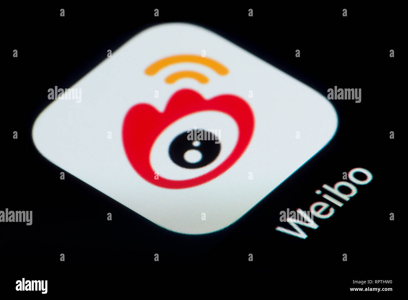 A close-up shot of the Weibo app icon, as seen on the screen of a smart phone (Editorial use only) - Stock Image