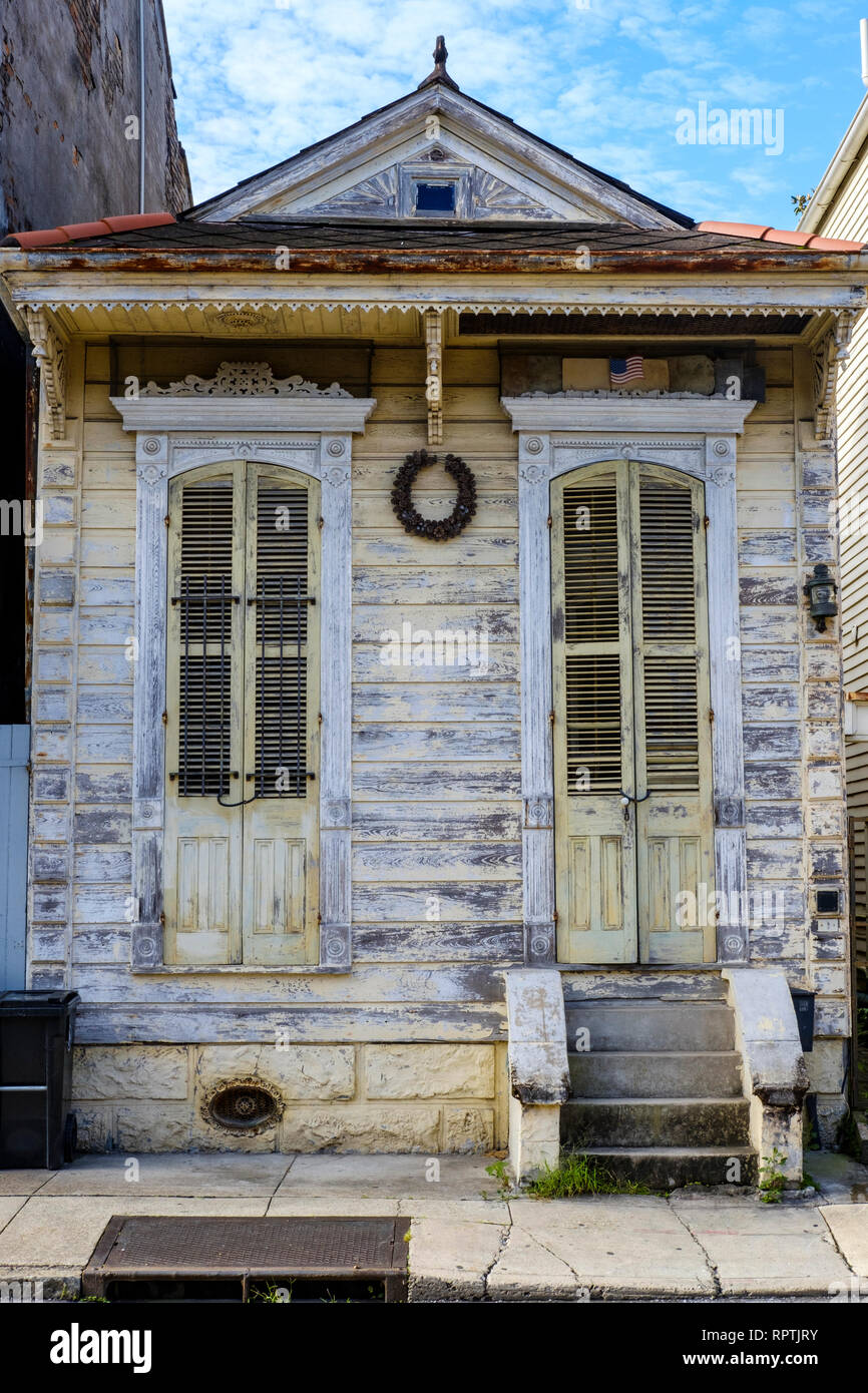 Exterior of an old shotgun house in disrepair, run down house, downtown New Orleans, New Orleans French Quarter, New Orleans, Louisiana, USA - Stock Image