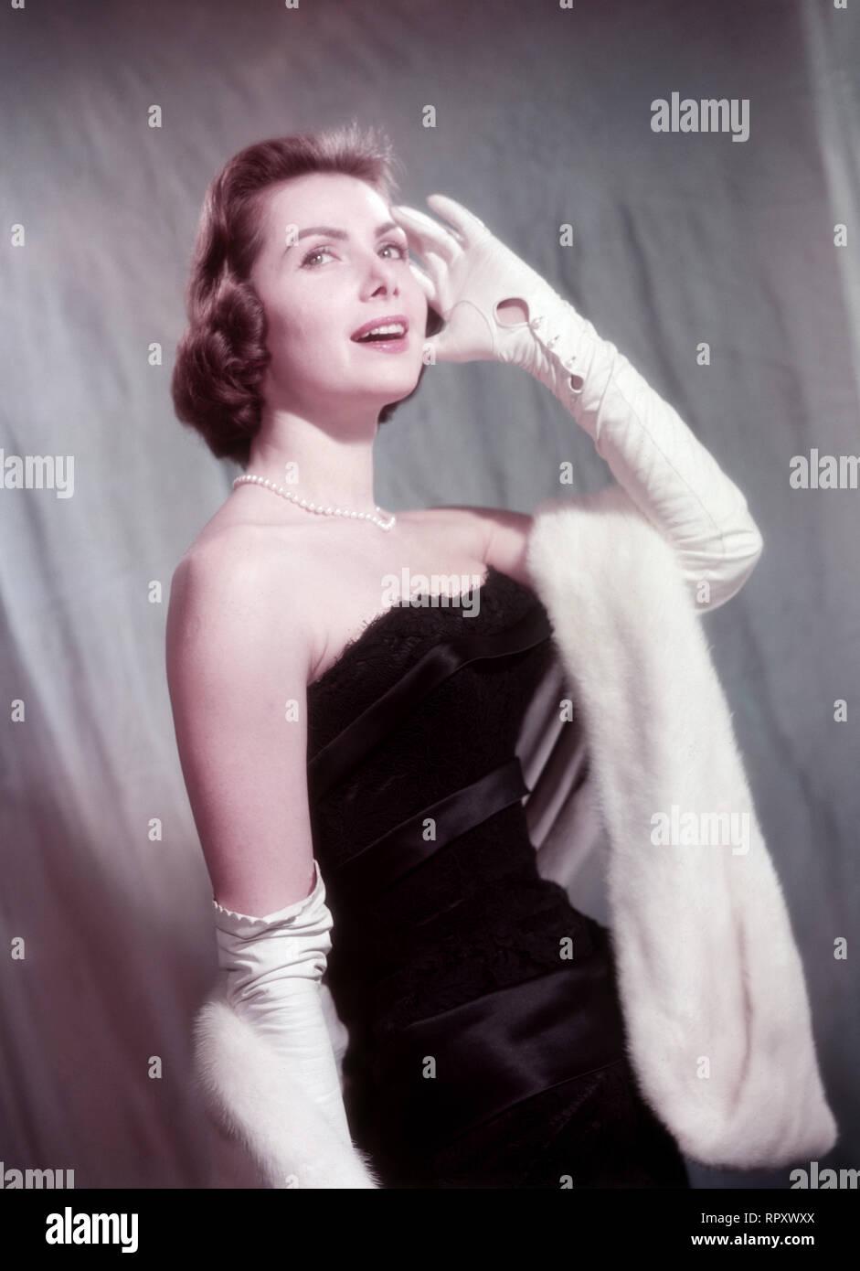 Margit Nünke, deutsche Schauspielerin und Fotomodell. Miss Germany (1955), Miss Europe (1956). Studioaufnahme, ca. 1955. German actress Margit Nuenke, model, former Miss Germany (1955) and Miss Europe (1956). Studio Still, 1955. - Stock Image