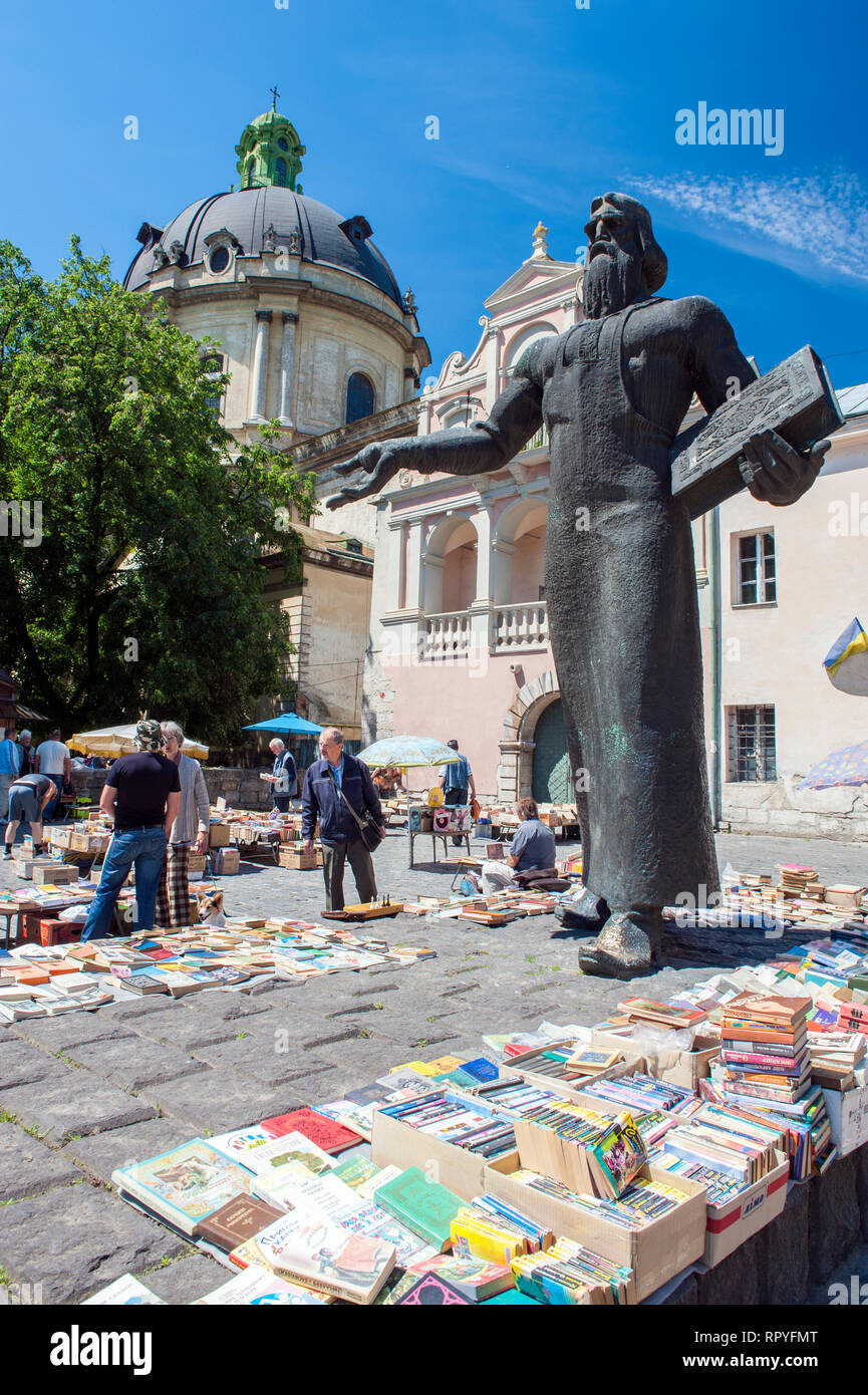 The second hand book market on Pidvalna Street, near the