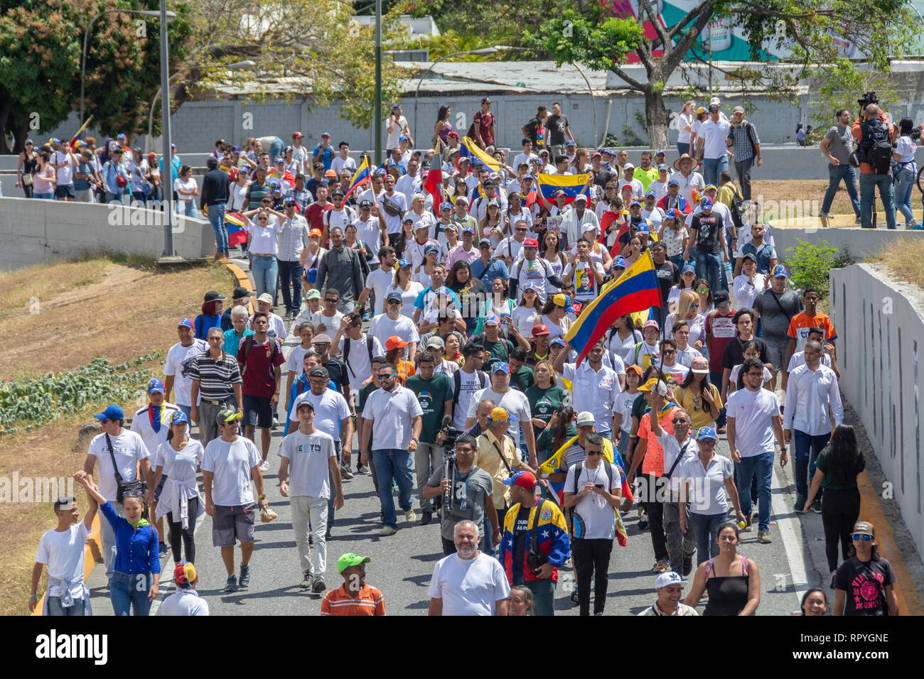 The citizens of Caracas gathered at the La Carlota air base to ask the Armed Forces to allow humanitarian aid into Venezuela and lay down their arms f - Stock Image