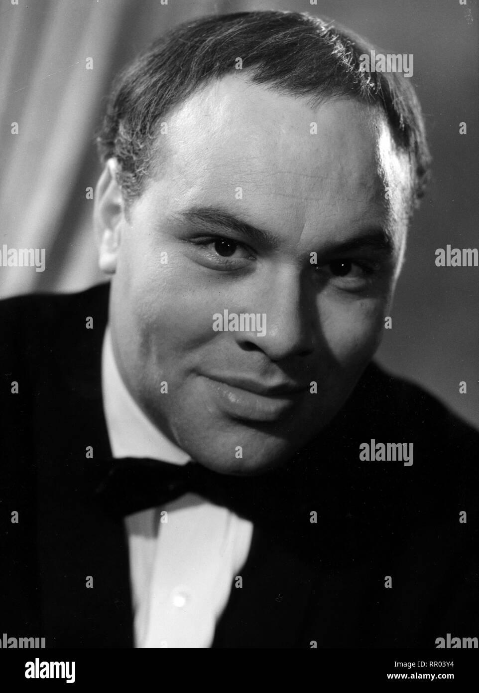 WOLFGANG REICHMANN ZUM 70. GEBURTSTAG / Wolfgang Reichmann wurde am 07.01.1932 in Beuthen/Oberschlesien geboren. Nach dem Abitur studierte er Germanistik und Theaterwissenschaft an der Universität Frankfurt/Main. Am Opernstudio Wiesbaden und am Konservatorium Frankfurt/Main absolvierte er eine Gesangsausbildung. Sein Debüt als Schauspieler hatte er 1953 am Zimmertheater in Wiesbaden. Reichmann wurde durch Auftritte in so erfolgreichen Werken wie 'Amadeus' und dem Musical 'Anatevka' sowie durch zahlreiche TV-Rollen, u. a. in 'Mord am Pool' und 'Vater und Sohn', populär. Am 07.05.1991 verstarb e - Stock Image