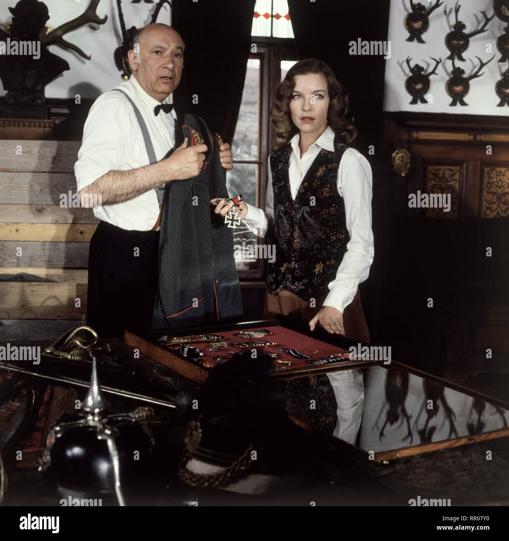 DIE LETZTE GESCHICHTE VON SCHLOSS KÖNIGSWALD / D 1989 / Peter Schamoni WOLFGANG GREESE (Diener Karl) und DIETLINDE TURBAN (Fürstin Ursela) 35074/# / Überschrift: DIE LETZTE GESCHICHTE VON SCHLOSS KÖNIGSWALD / D 1989 - Stock Image