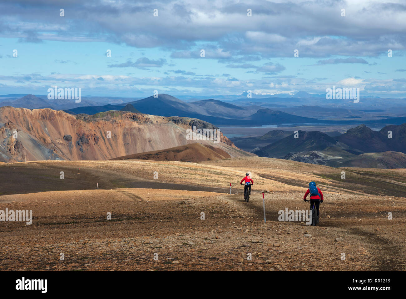 Mountain bikers on the Laugavegur trail  near Landmannalaugar. Central Highlands, Sudhurland, Iceland. - Stock Image