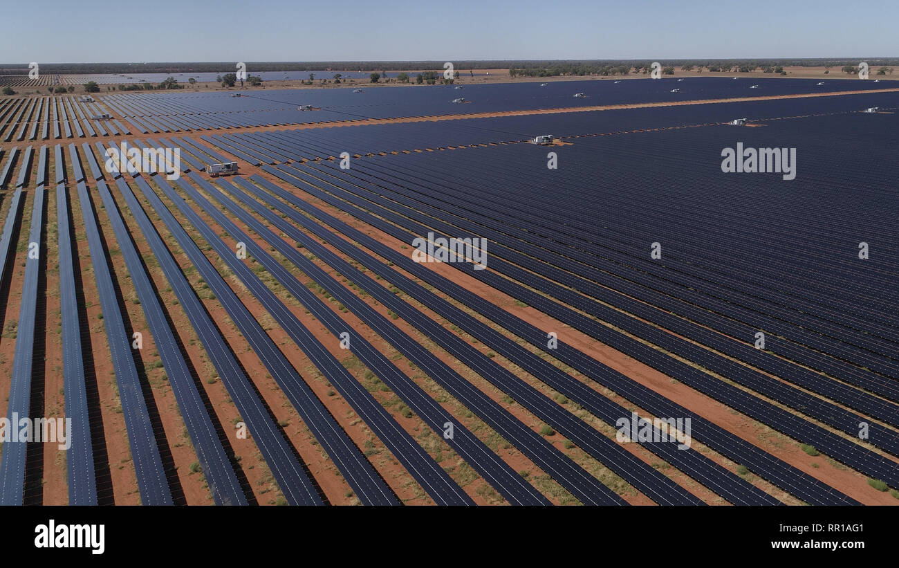 Solar electricity farm in Nyngan NSW - Stock Image