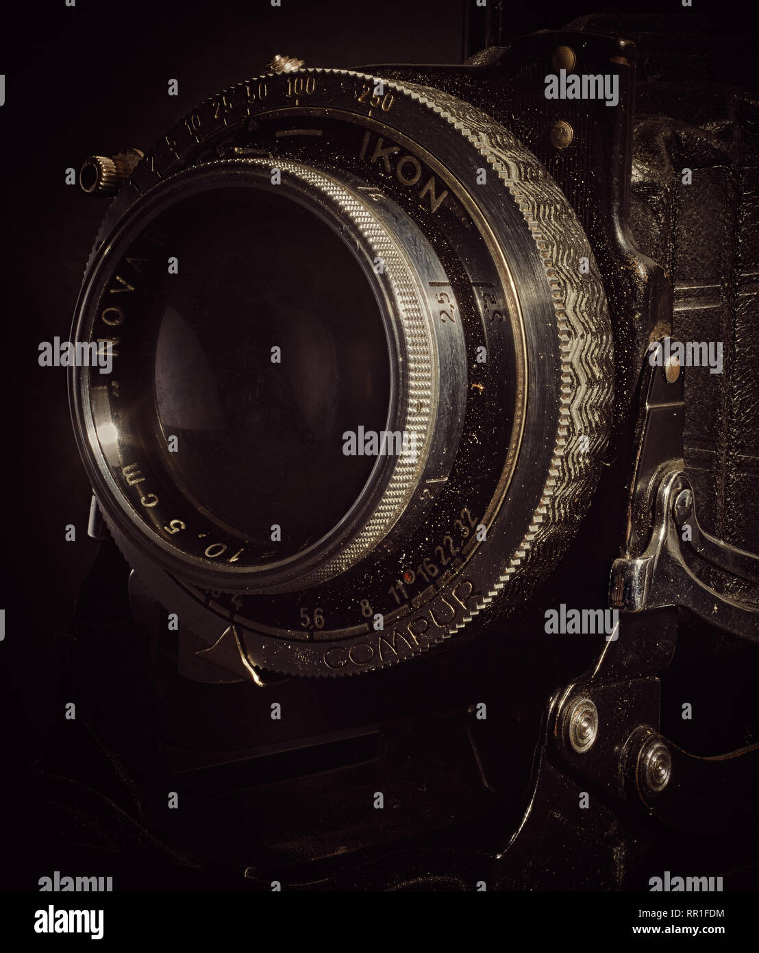 Extreme close up of the lens on a vintage bellows film camera. - Stock Image
