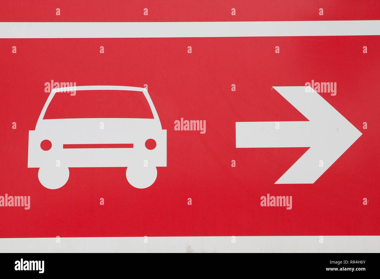 Barcelona-Metallic red label Parking to the right - Stock Image