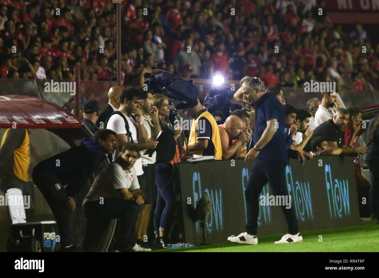 BUENOS AIRES, 23.02.2019: Ariel Holan, coach of Independiente, during the derby between Independiente and Racing for Superliga Argentina, this saturday on Libertadores de América Stadium on Buenos Aires, Argentina. ( Credit: Néstor J. Beremblum/Alamy Live News - Stock Image