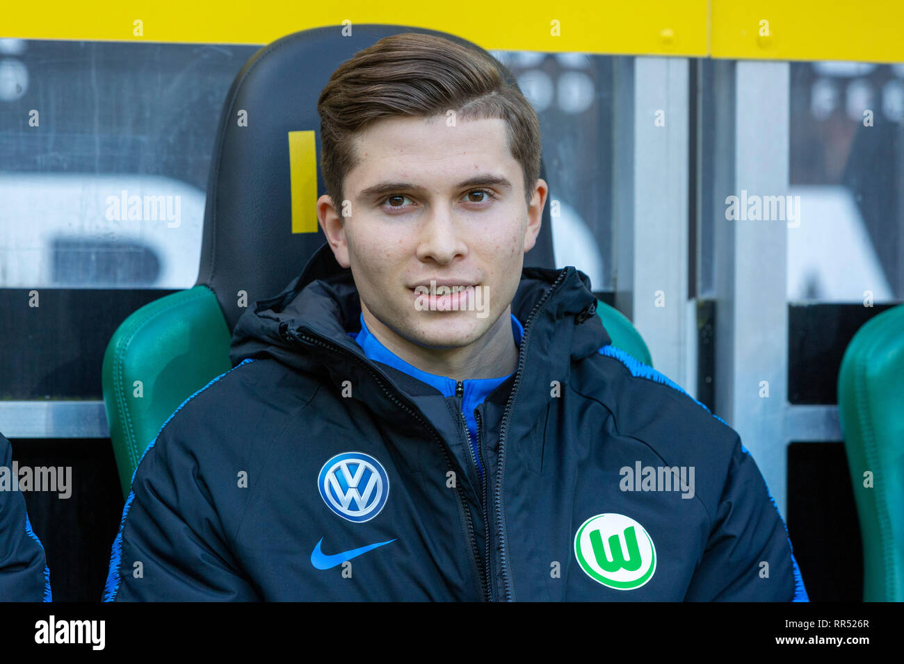 sports, football, Bundesliga, 2018/2019, Borussia Moenchengladbach vs VfL Wolfsburg 0-3, Stadium Borussia Park, players bench, Elvis Rexhbecaj (Wolfsburg), DFL REGULATIONS PROHIBIT ANY USE OF PHOTOGRAPHS AS IMAGE SEQUENCES AND/OR QUASI-VIDEO - Stock Image