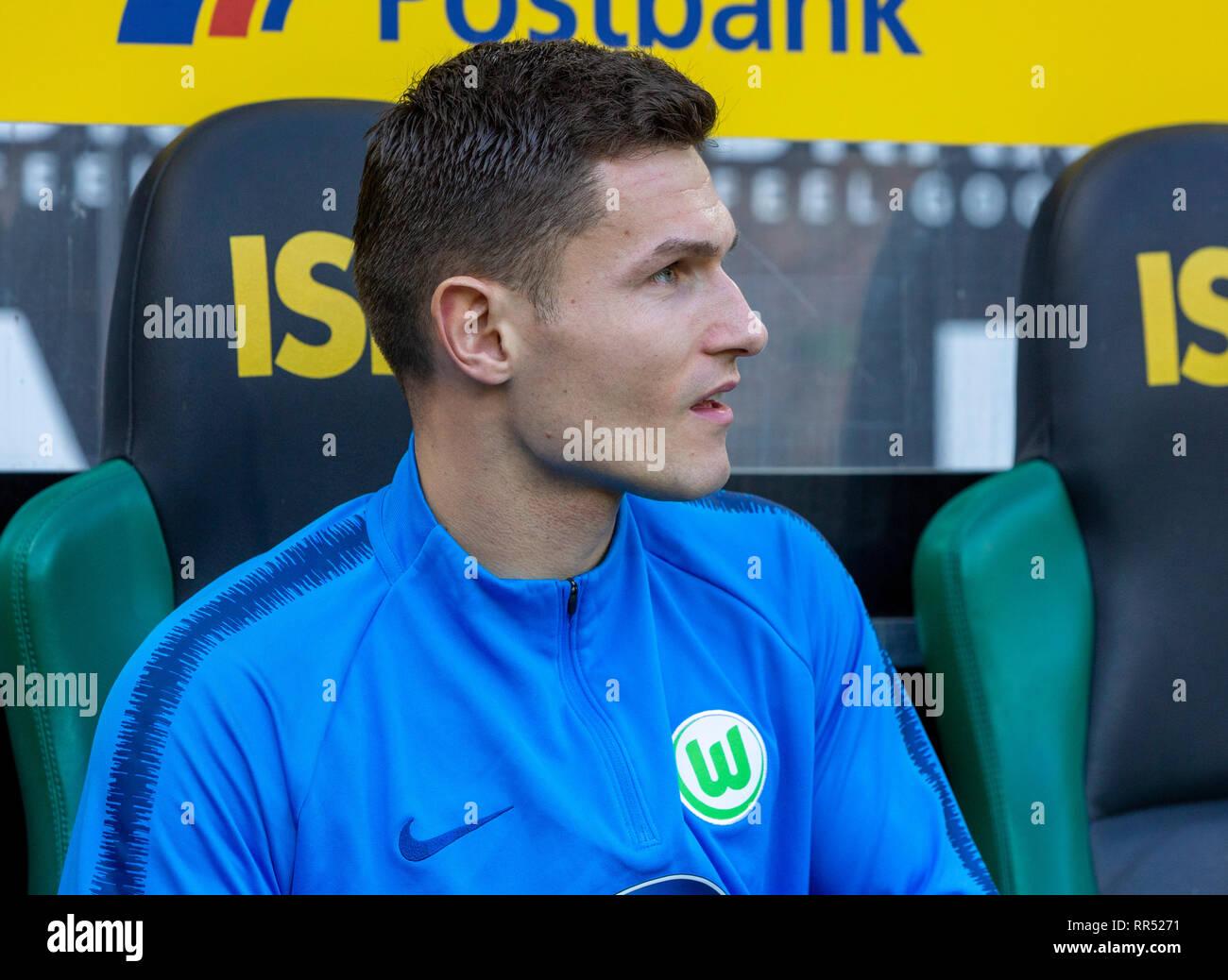 sports, football, Bundesliga, 2018/2019, Borussia Moenchengladbach vs VfL Wolfsburg 0-3, Stadium Borussia Park, players bench, keeper Pavao Pervan (Wolfsburg), DFL REGULATIONS PROHIBIT ANY USE OF PHOTOGRAPHS AS IMAGE SEQUENCES AND/OR QUASI-VIDEO - Stock Image