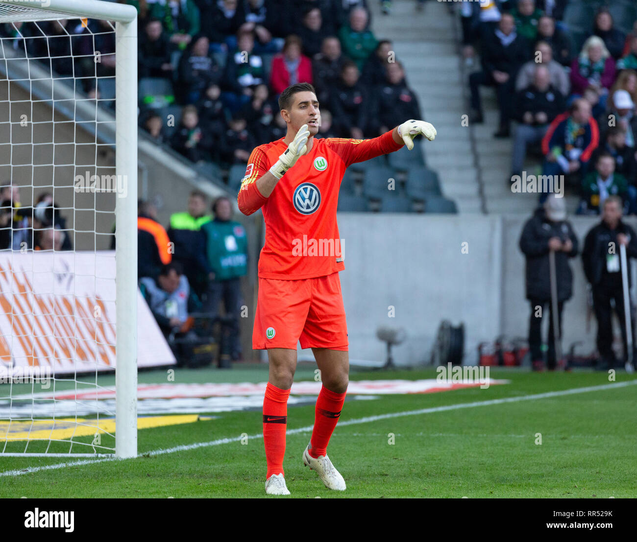sports, football, Bundesliga, 2018/2019, Borussia Moenchengladbach vs VfL Wolfsburg 0-3, Stadium Borussia Park, scene of the match, keeper Koen Casteels (Wolfsburg), DFL REGULATIONS PROHIBIT ANY USE OF PHOTOGRAPHS AS IMAGE SEQUENCES AND/OR QUASI-VIDEO - Stock Image
