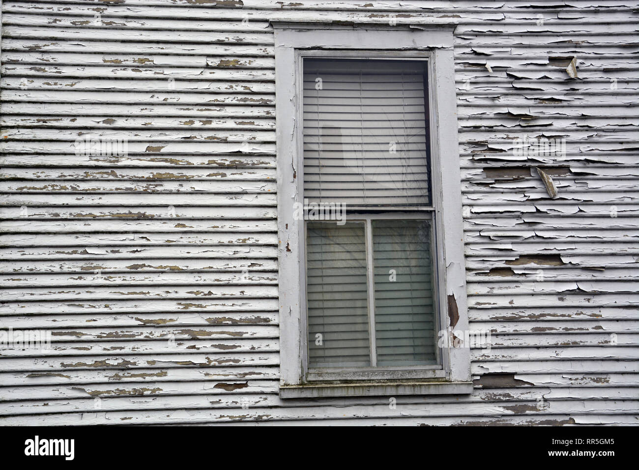 Paint pealing on the wood siding of an old home in North Carolina. - Stock Image