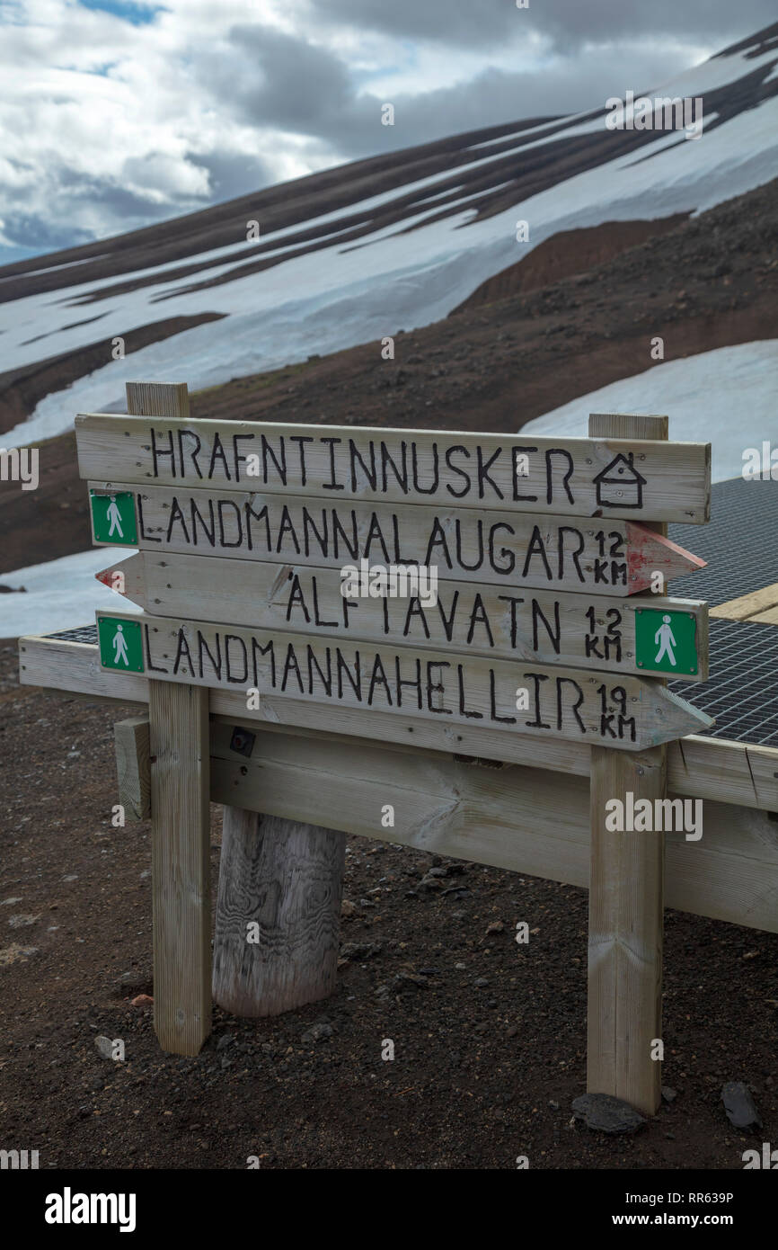Hiking signpost beside the FI mountain hut at Hrafntinnusker. Laugavegur hiking trail, Central Highlands, Sudhurland, Iceland. - Stock Image