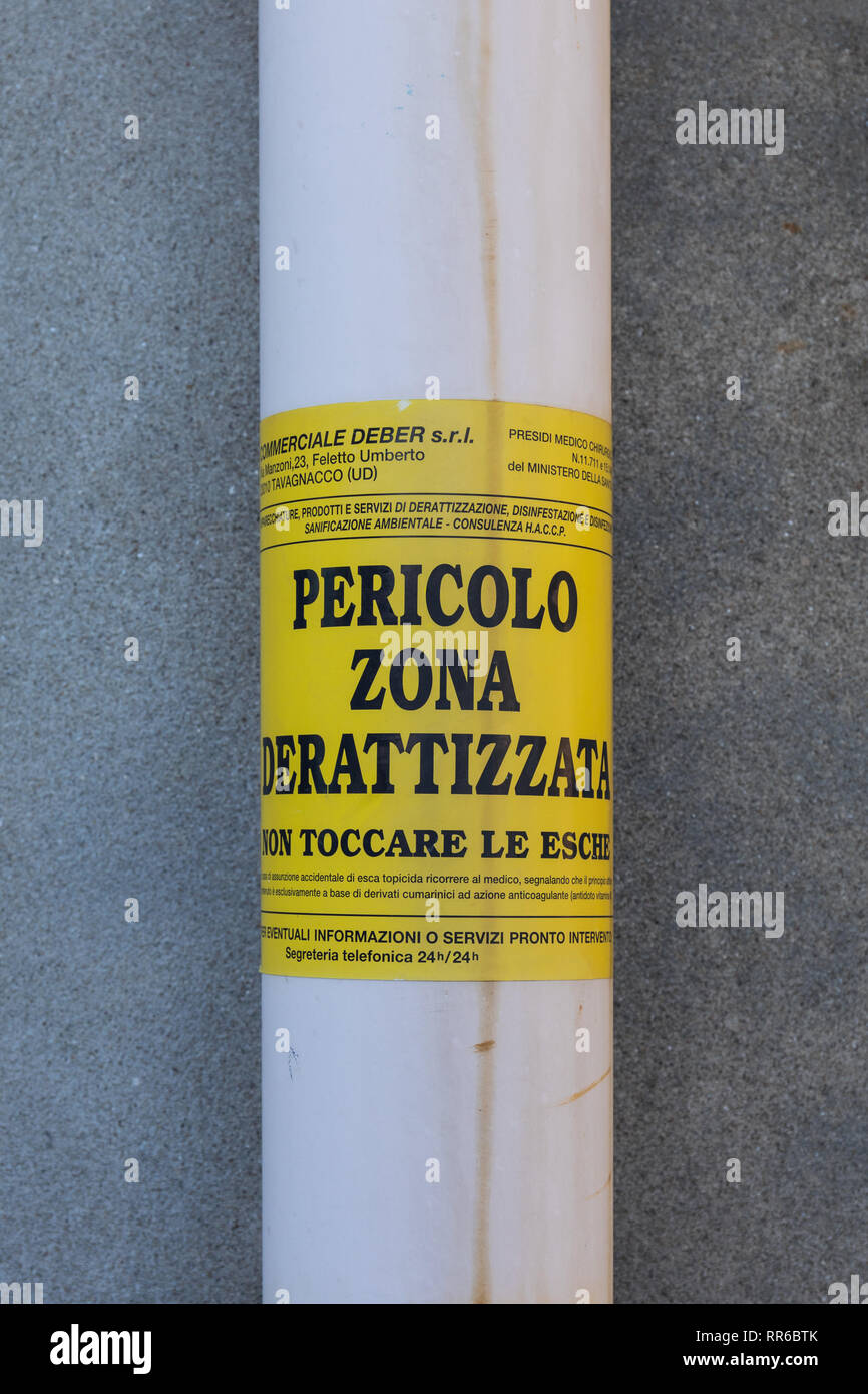 A sign in italian language warning of pest control zone, rat extermination - Stock Image