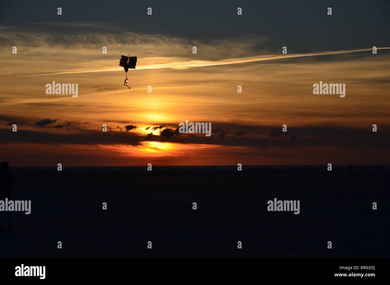 Sonnenuntergang mit Drachen Stock Photo