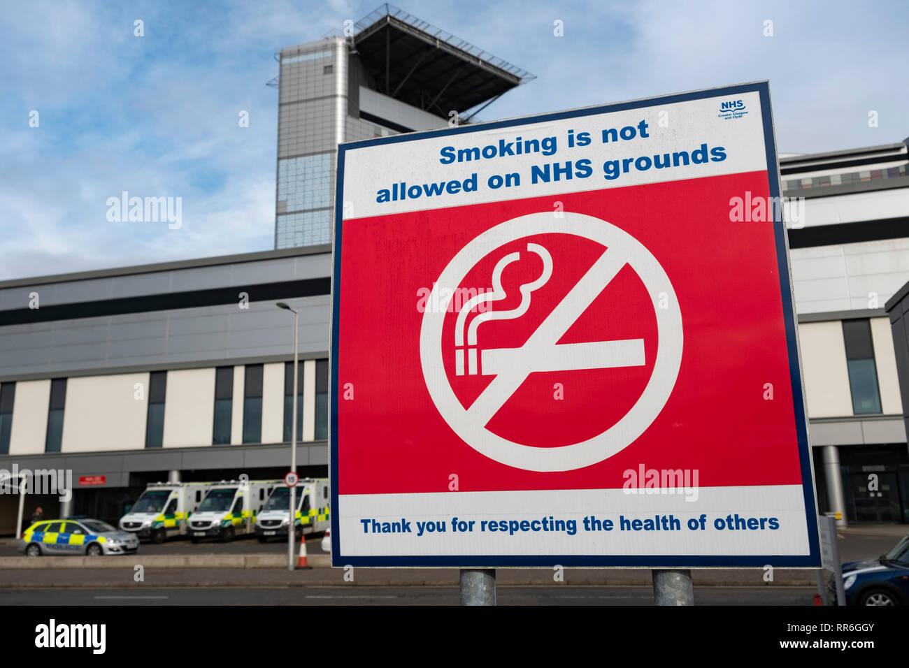 No smoking sign in outdoor area at Queen Elizabeth University Hospital in Glasgow, Scotland, UK - Stock Image