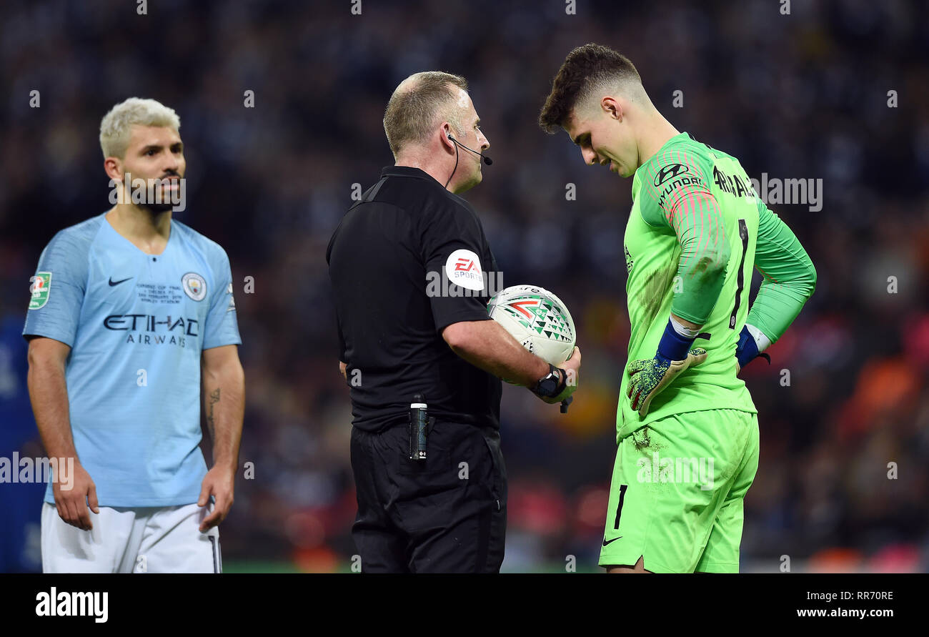 REFEREE JON MOSS TALKS WITH CHELSEA GOALKEEPER KEPA ARRIZABALAGA, CHELSEA V MANCHESTER CITY, CHELSEA V MANCHESTER CITY, CARABAO CUP FINAL, 2019 - Stock Image