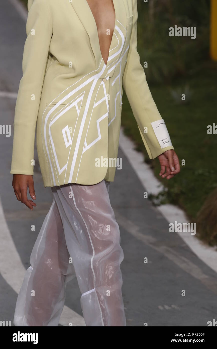PARIS, FRANCE - SEPTEMBER 27: Zoe Thaets walks the runway during the Off-White show as part of Paris Fashion Week Womenswear Spring/Summer 2019 on Sep Stock Photo