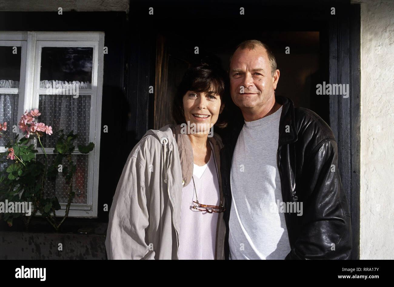 Ein TV-Special mit THEKLA CAROLA WIED und DIETER MANN. 36430 / Überschrift: EINE FRAU IN DEN ALLERBESTEN JAHREN / Deutschland 1992 Stock Photo
