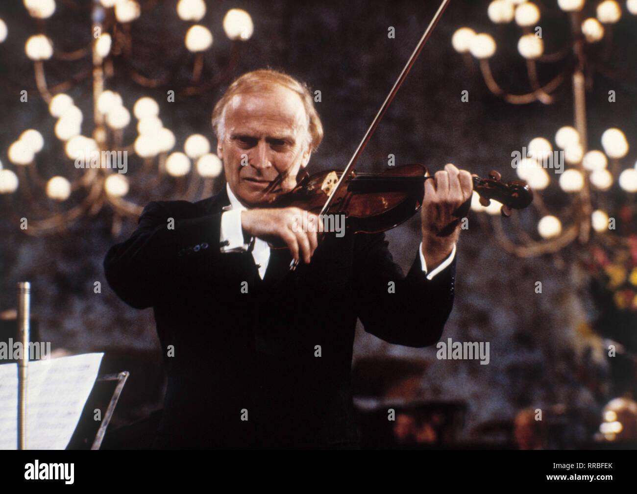 Der berühmte Geiger Yehudi Menuhin, 1987. Famous violinist Yehudi Menuhin, 1987. / Überschrift: Yehudi Menuhin - Stock Image