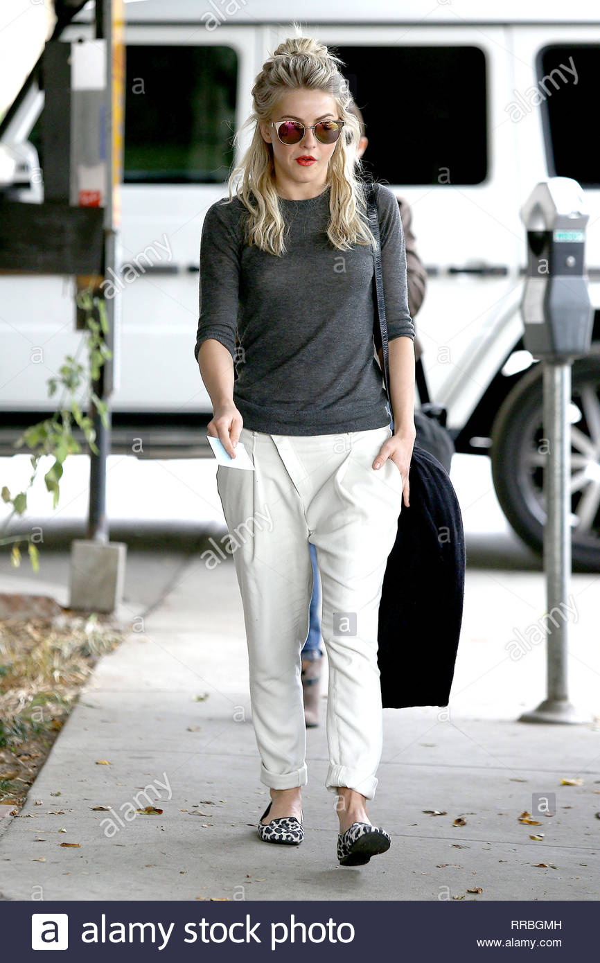 821a4c68c315 The actress looked casual pretty in a dark grey long sleeve shirt with  white trousers and leopard print flats.