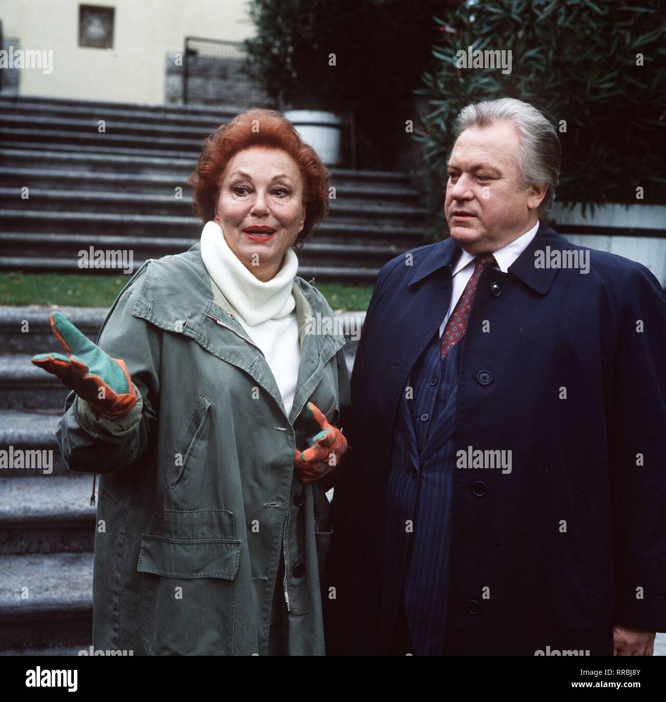 Ein Fall für Zwei / Folge: Tödliche Versöhnung / Magda Hofheimer (LOLA MÜTHEL) will Ordnung in ihr Seelenleben bringen. Sie bittet Dr. Renz (GÜNTER STRACK) ihr zu helfen Kontakt zu Eberhard Buck aufzunehmen, der gerade aus der Haft entlassen wurde. / 33711 / , 04DFAZDFEIN2 / Überschrift: EIN FALL FÜR ZWEI / BRD 1988 Stock Photo