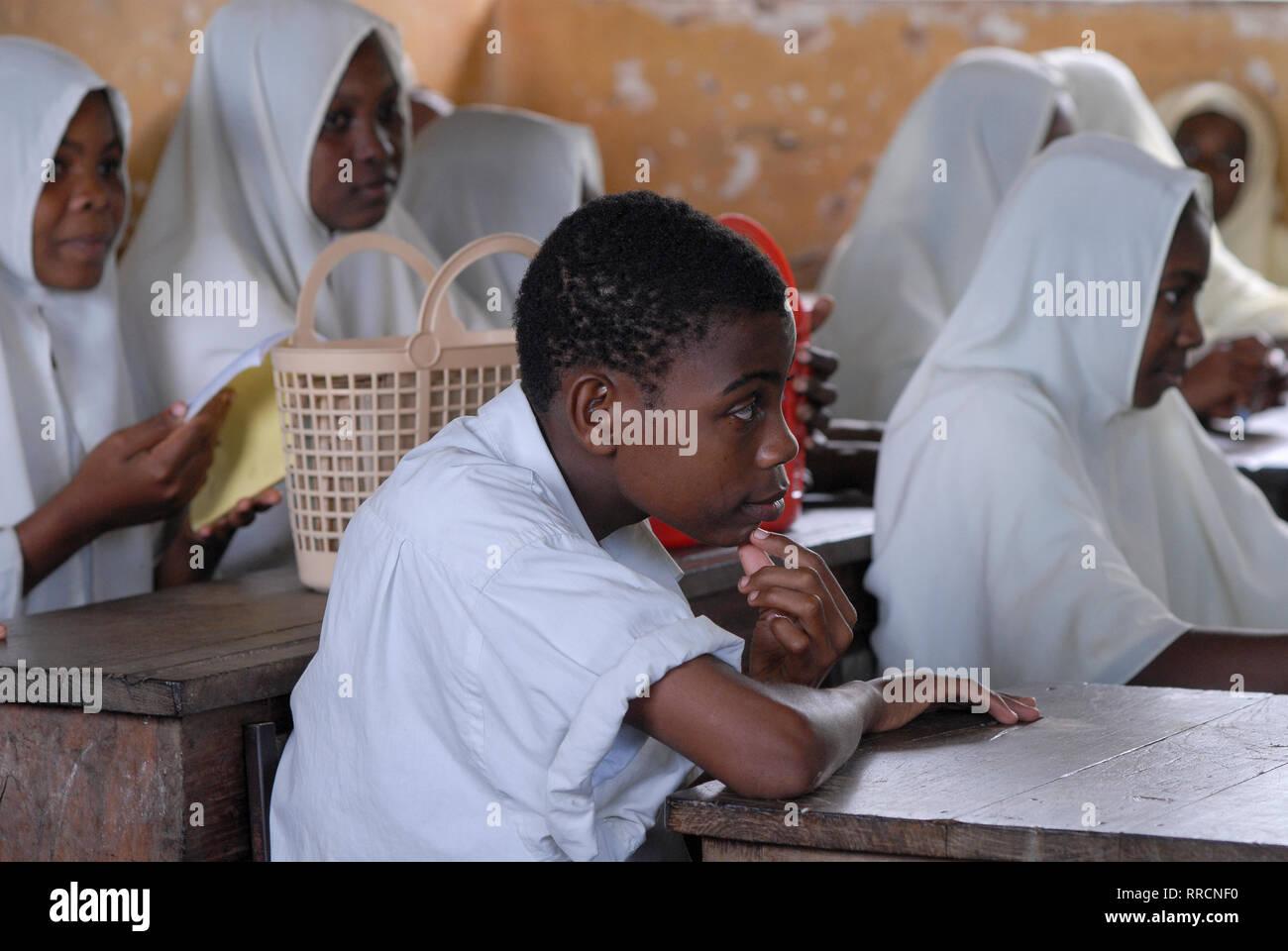 TANZANIA, Zanzibar, Uzi, children in public school - Stock Image
