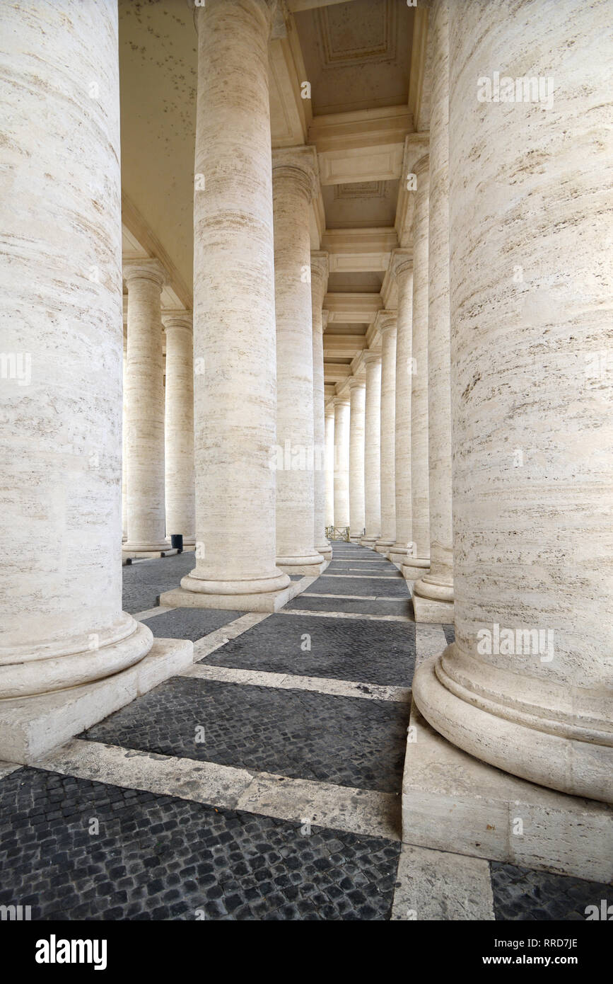 Vanishing Point & Lines or Rows of Classical or Neo-Classical Columns Defining the Circular Saint Peter's Square Vatican City Rome - Stock Image