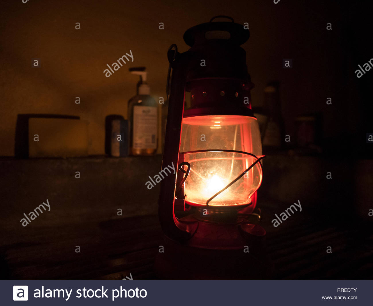 Kerosene lamps are lighting a house during a power outage in Jinnotega, Nicaragua - Stock Image