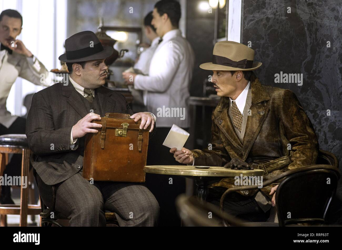 MURDER ON THE ORIENT EXPRESS, JOSH GAD , JOHNNY DEPP, 2017 - Stock Image