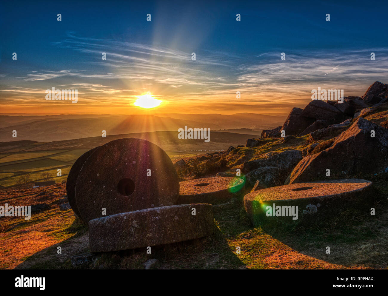 Hathersage, Uniked Kingdom. 25th Feb, 2019. Spectacular sunset at the end of the warmest day in February over millstones at Stanage Edge near Hathersage, Peak District National Park, Derbyshire Credit: Doug Blane/Alamy Live News Stock Photo