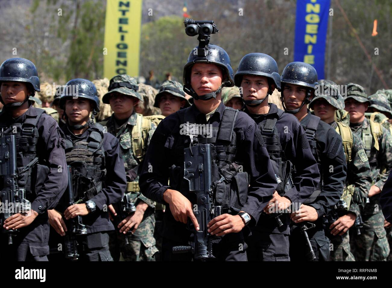 Tegucigalpa, Honduras. 25th Feb, 2019. Members of the Hondurean Special Forces participate on the promotion of Honduras Armed Forces members, at military unity Aldea Mateo in Tegucigalpa, Honduras, 25 February 2019. Credit: Gustavo Amador/EFE/Alamy Live News - Stock Image