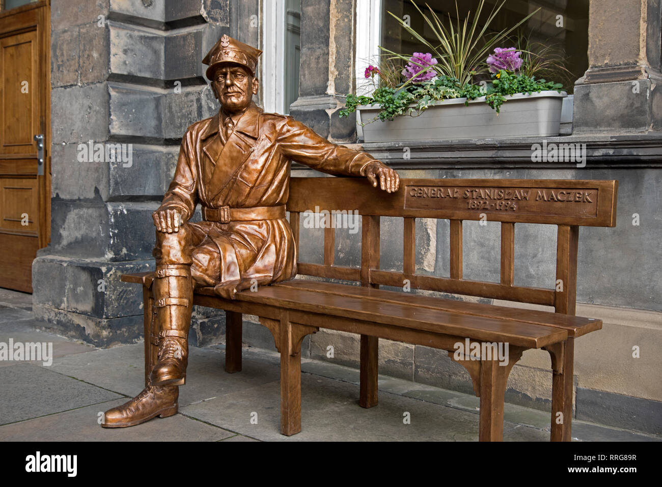 Statue of the Polish war hero General Stanislaw Maczek at the City Chambers on The Royal Mile in Edinburgh's Old Town. - Stock Image