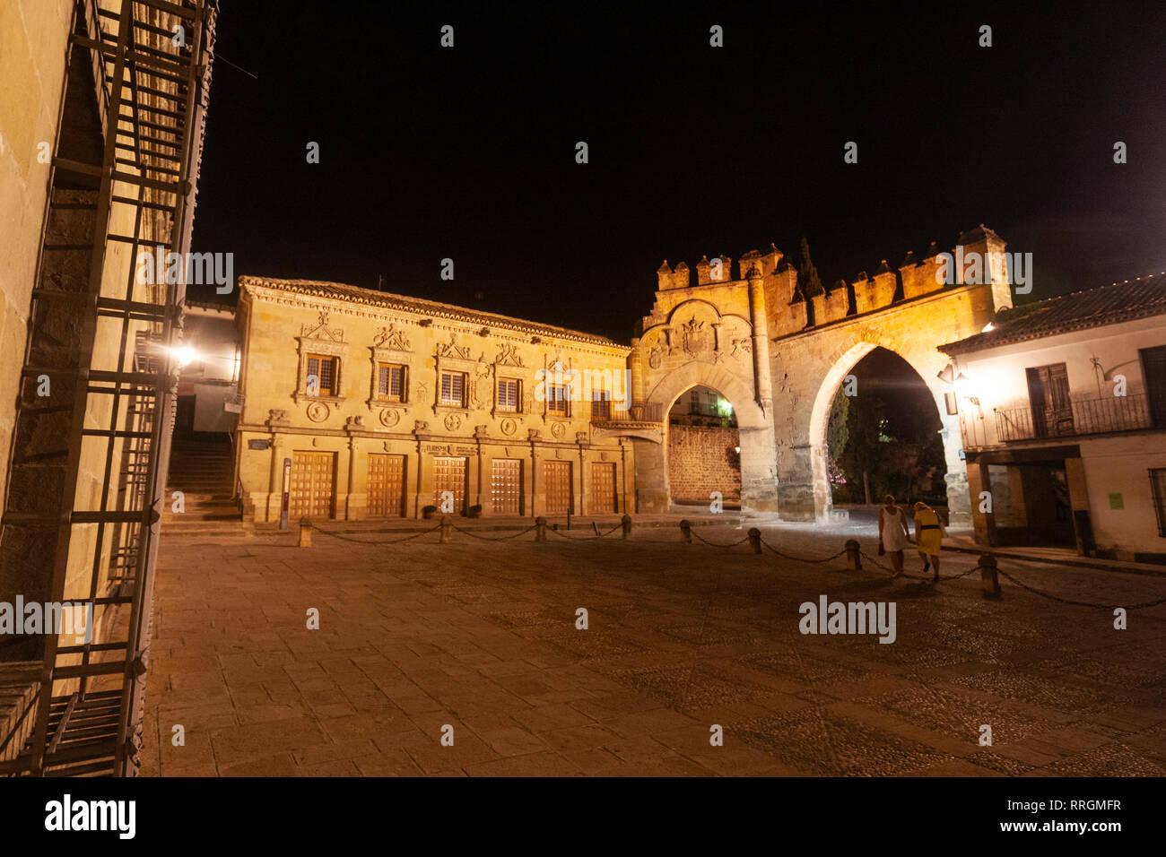 Puerta de Jaén y Arco de Villalar in Plaza del Pópulo, Baeza, Jaen province, Andalucia, Spain - Stock Image