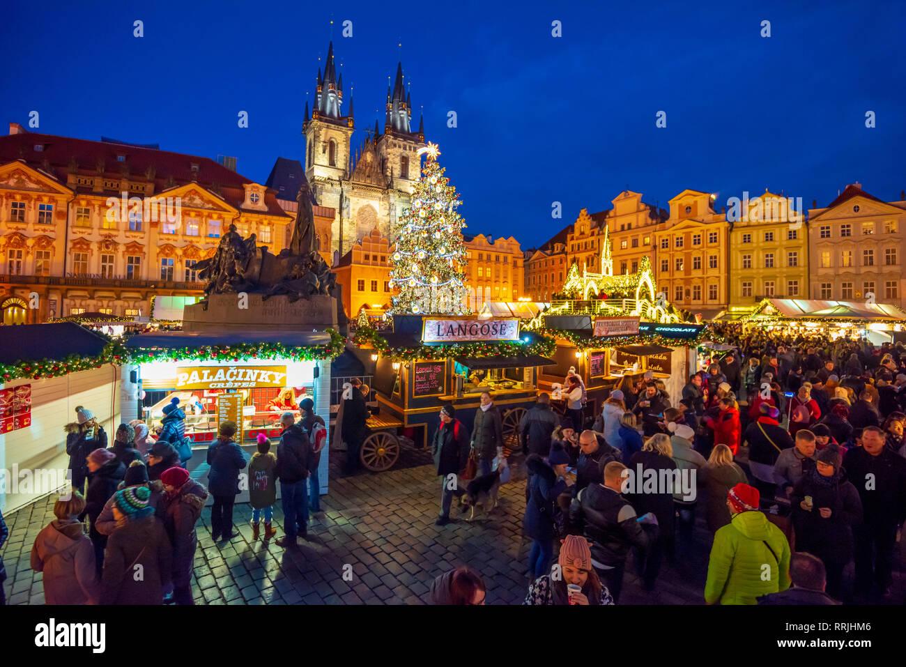Church of Tyn and Christmas Markets, Staromestske namesti (Old Town Square), Stare Mesto (Old Town), UNESCO, Prague, Czech Republic - Stock Image