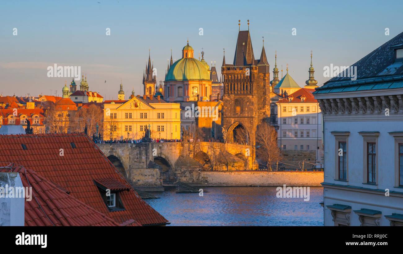 Charles Bridge (Karluv Most) over River Vltava, UNESCO World Heritage Site, Prague, Czech Republic, Europe - Stock Image