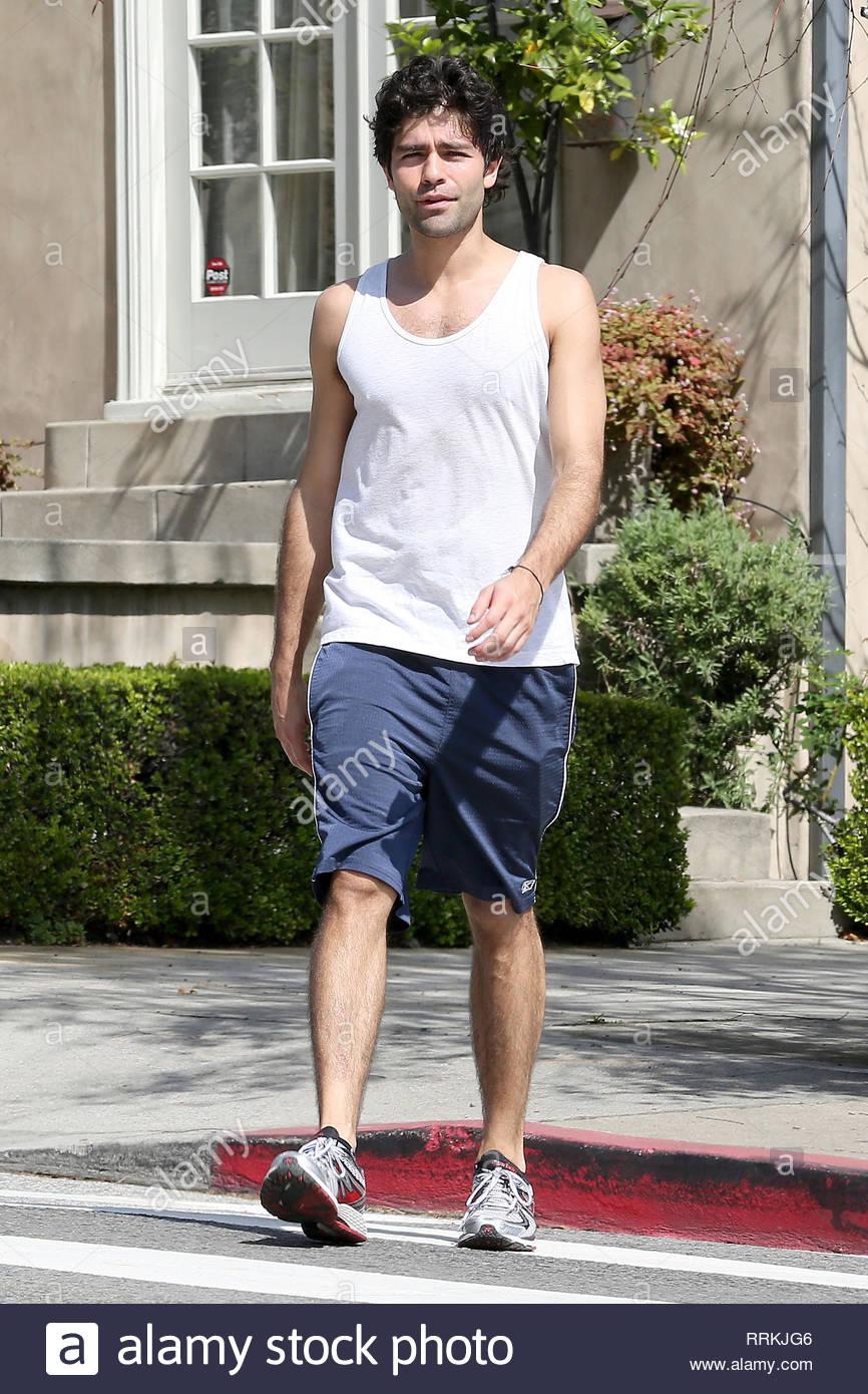 Los Feliz, CA - Adrian Grenier gets his fitness on in Los Feliz