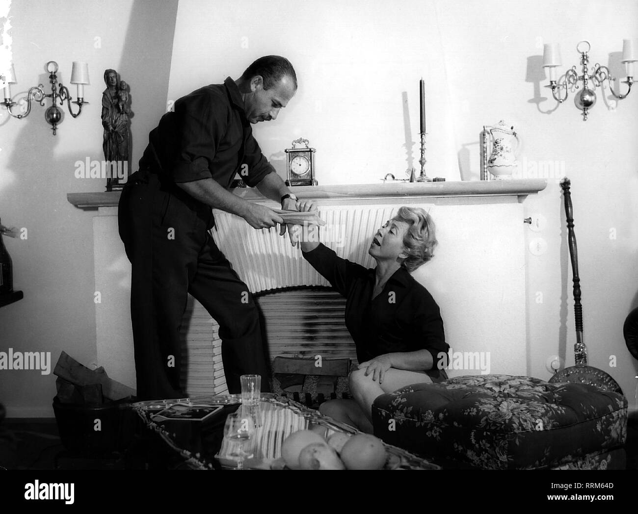 Meysel, Inge, 30.5.1910 - 10.7.2004, German actress, half length, with her husband John Olden, rehearsing, 1960s, Additional-Rights-Clearance-Info-Not-Available - Stock Image
