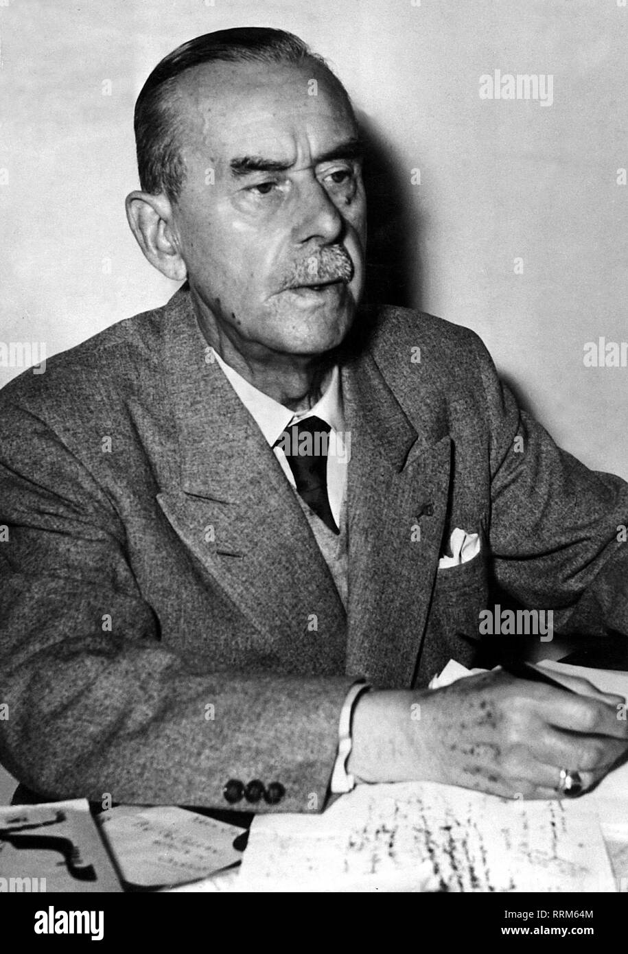 Mann, Thomas, 6.6.1875 - 12.8.1955, German author / writer, Nobel prize laureate for Literature 1929, half length, 1940s, 40s, Additional-Rights-Clearance-Info-Not-Available - Stock Image