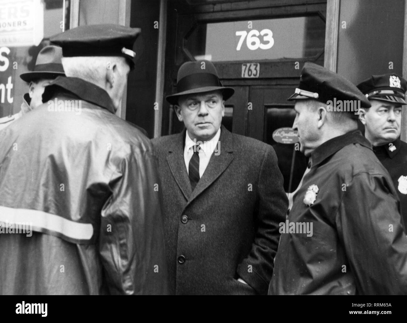 Kennedy, Stephen P., Chief Constable of New York City 1955 - 1961, half length, with policemen in front of the UN- building, preparations for expected riots, 17.2.1961, Additional-Rights-Clearance-Info-Not-Available - Stock Image