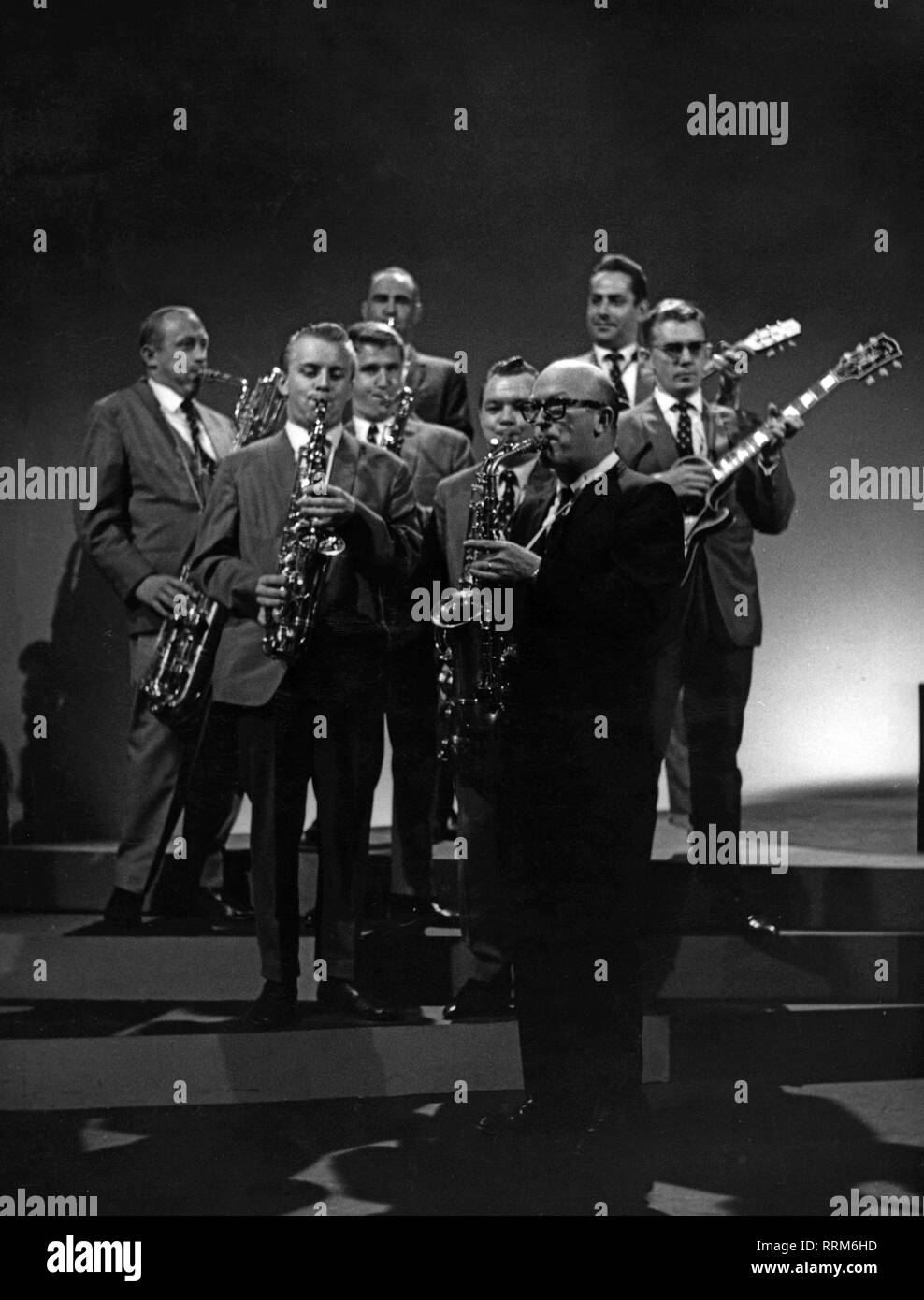Vaughn, Billy, 12.4.1919 - 26.9.1991, American musician and singer, full length, with his orchestra, stage performance, 1960s, Additional-Rights-Clearance-Info-Not-Available - Stock Image