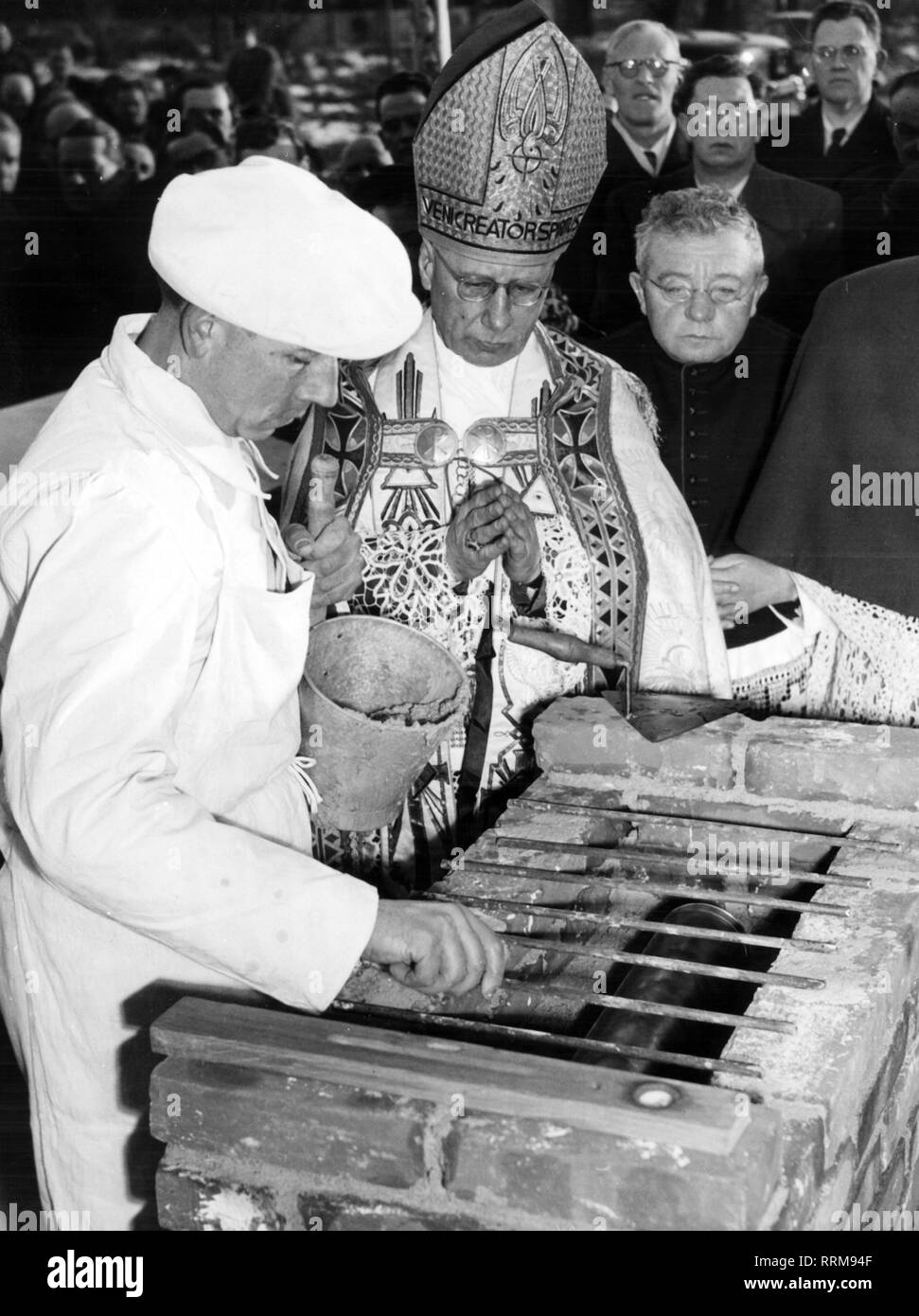 Neuhaeusler, Johannes, 27.1.1888 - 14.12.1973, German theologian, suffragan bishop in the archbishopric Munich and Freising 8.2.1947 - 14.12.1973, half length, at the laying of the foundation stone of the IRO hospital at Biederstein, Munich, 15.1.1952, Additional-Rights-Clearance-Info-Not-Available - Stock Image