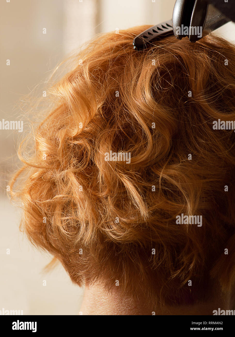 Hairstylist Curl Short Hair With Flat Iron Stock Photo Alamy