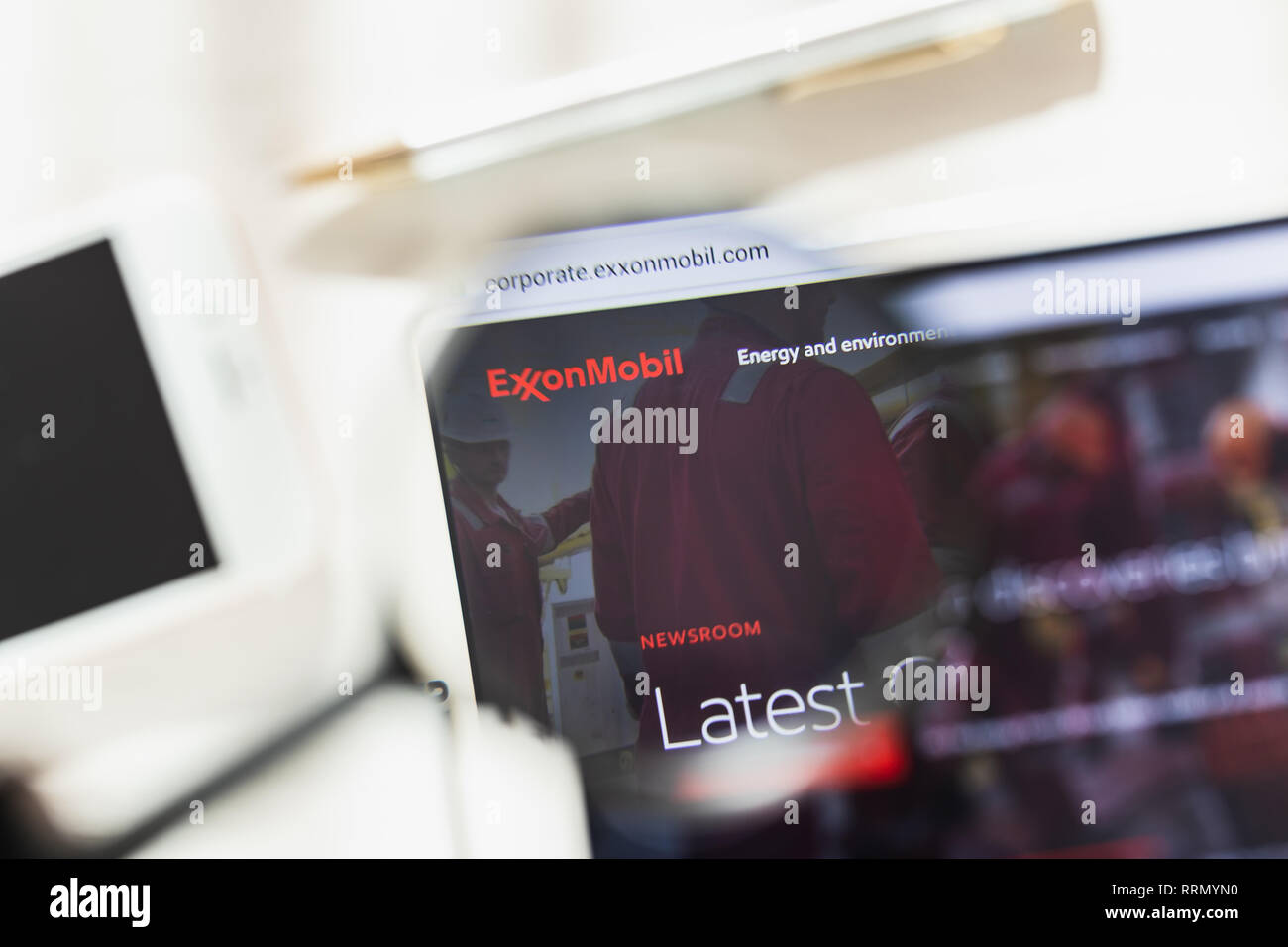 Los Angeles, California, USA - 27 February 2019: Exxon Mobil Corporation official website homepage under magnifying glass. Exxon Mobil Corporation - Stock Image