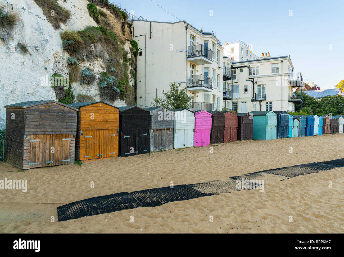 Viking Bay, Broadstairs, Kent, England, UK - September 19, 2017: Beach huts in front of houses at the beach - Stock Image