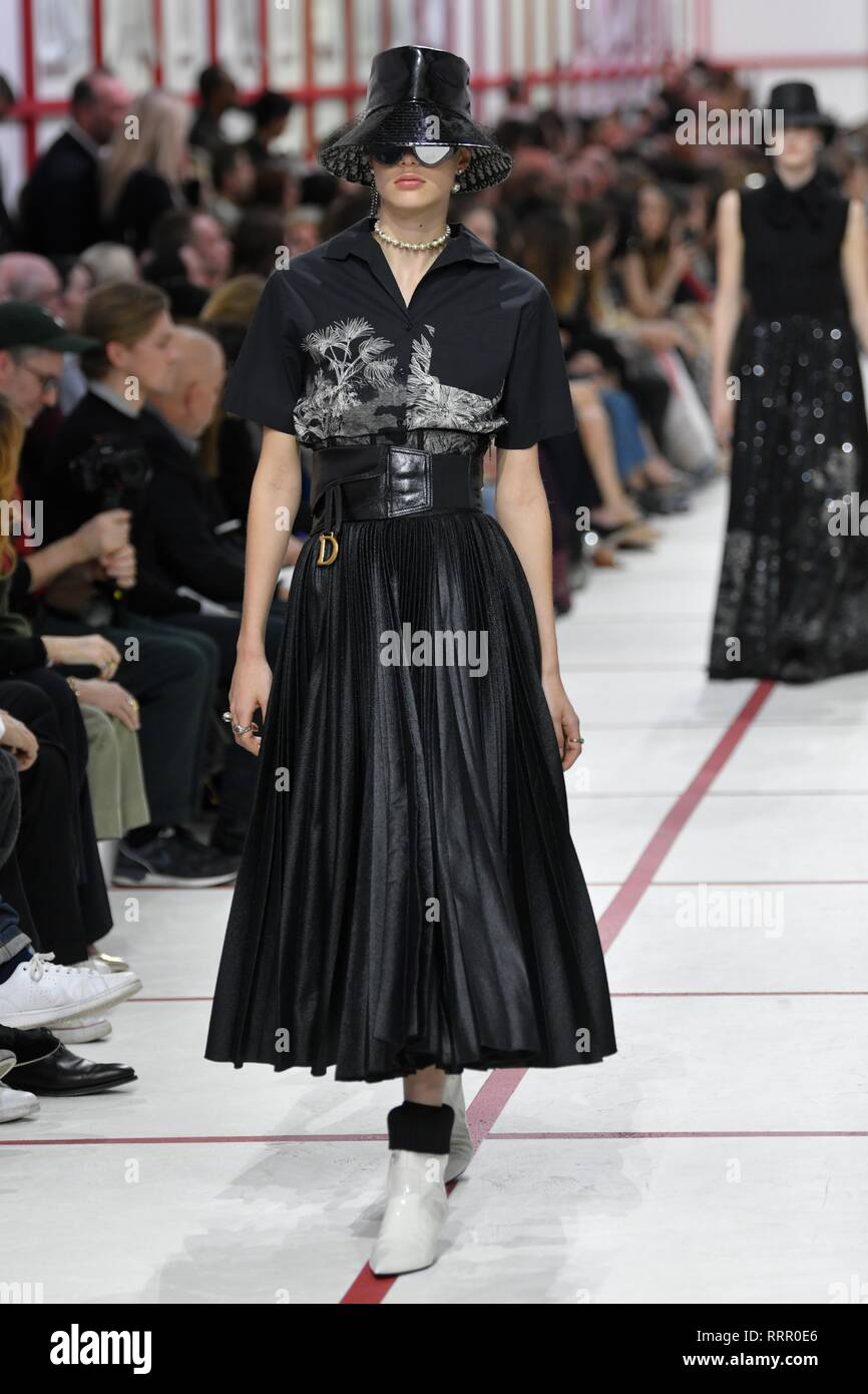 Fashion Show Catwalk Dior High Resolution Stock Photography And Images Alamy
