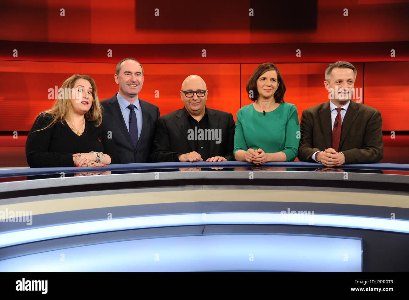 25 February 2019, Köln: The guests of the ARD talk show Hart aber Fair on 25.02.2019 in Cologne with the theme 'Home Germany - only for Germans or open to all? ' Idil Baydar, l-r, Hubert Aiwanger, Armin Nassehi, presenter Frank Plasberg, Katrin Göring Eckardt and Nikolaus Blome  Photo: Horst Galuschka Photo: Horst Galuschka/dpa/Horst Galuschka dpa - Stock Image