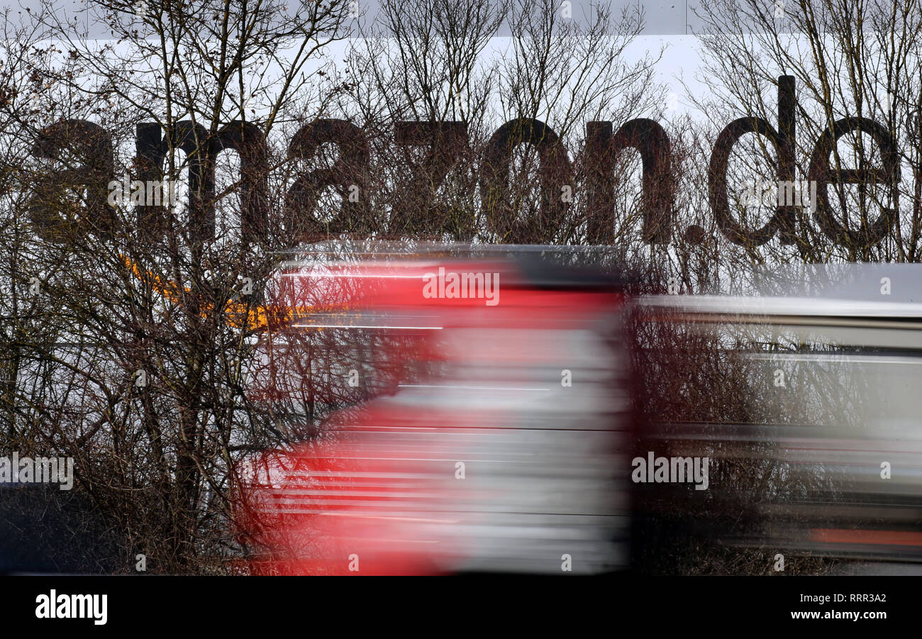 f370f6fdaa4 Amazon Prime Lorry Stock Photos   Amazon Prime Lorry Stock Images ...