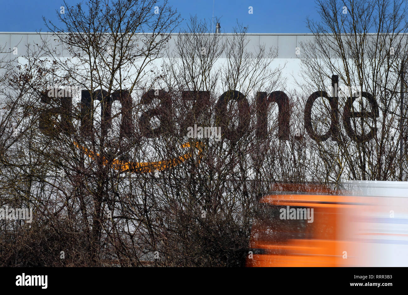 fd596a9f907 A truck drives in front of the logo of the Internet dealer Amazon